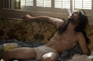 So trifft man Hesher (Joseph Gordon-Levitt) meistens an: ungeduscht, faul, zugedröhnt. Fotos: Newmaket Films/hesherthemovie.com