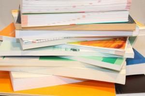 Die Bücher stapeln sich Foto: Benjamin Klack / pixelio.de