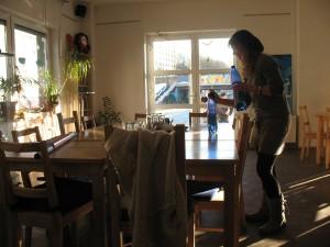 Das Haus für Bildung und Kultur beitet verschiedene Kurse an. Da für einige Frauen ungern mit Männern am selben Tisch zu diskutieren, gibt es auch Integrationskurse nur für Frauen. Foto: Corinna Jedieß