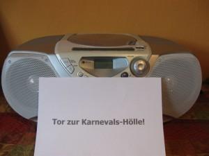 Zum Karneval wird das Radio zum potenziellen Feind. Foto: Melanie Bröcker