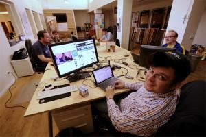 Viel Platz für wenig Geld: Im Coworking Space am Schwanenwall kann sich jeder schnell und günstig einen Arbeitsplatz mieten. Foto: Laura Zacharias