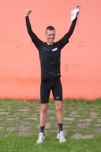 So sehen Finisher aus: Jens Vieler nach 230 Kilometern non-stop-Laufen. Foto: Privat
