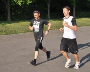 Zu zweit oder in der Gruppe macht das Laufen gleich viel mehr Spaß  Foto: Philipp Ziser
