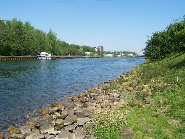 Heute Paradies für Radler, Paddler und Jogger: Den Rhein-Herne-Kanal gibt es seit 1914. Foto: Maren Bednarczyk