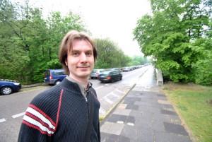 Kein Verständnis: Philosophiestudent Dirk Focke sieht die Uni in der Pflicht, den Pendlern schnellstmöglich wieder mehr Parkmöglichkeiten zu schaffen. Foto: Laura Zacharias
