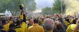 Die BVB-Fans können nicht nur gut anfeuern, sondern auch selber feiern. Knapp 400.000 sollen dabei gewesen sein. Foto: Haika Hartmann