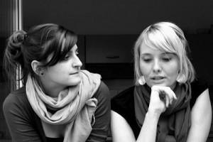 Mirjam Gille und Aylin Yavuz haben ihr Unternehmen wie eine Mischung ihrer Nachnamen genannt: der Gillvuz Verlag. Foto: Gillvuz Verlag