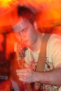 Herr Paschulke_Bassist Niko; Foto: Melanie Meyer