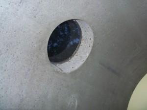 Durch das Bullauge im Kanalrohr ist man nicht ganz von der Außenwelt abgeschnitten. Foto: Yvonne Grote-Kus