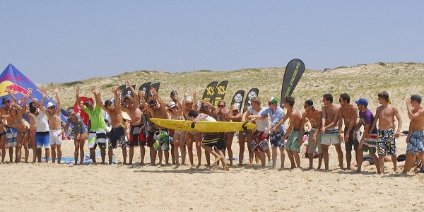 Rambazamba an der Atlantikküste in Südfrankreich. Tausende Studenten fuhren zu den ADH Open nach Seignosse. Foto: ADH Open / Andy Rowley
