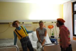 Auch die Krankenhauseinrichtung wird phantasievoll genutzt. Da wird das Bett schon mal zu einem Schiff mit dem man nach Eldorado segelt. Foto: Thomas Borgböhmer