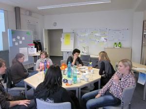 In den Werkstattgesprächen geht es um Themen wie Selbstmanagement, Themenfindung oder Forschungsmethoden. Foto: FLEx
