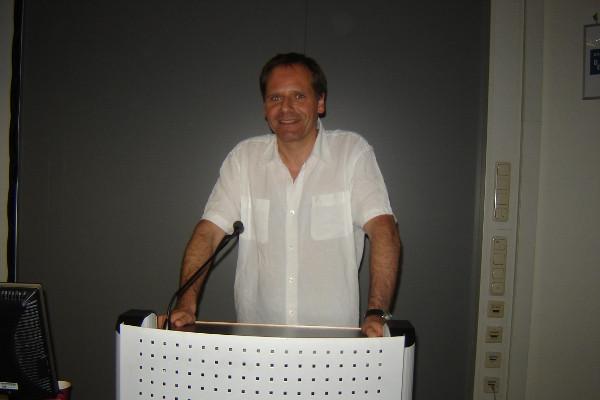 Johannes Lehmann hat viel über Heinrich von Kleist und seine Werke geforscht. Deswegen war er auch der ideale Referent für das Literaturcafé. Foto: Thomas Borgböhmer