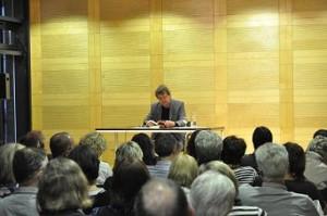 Klaus Erfmeyer hat auch schon seinen nächsten Krimi, den siebten der Knobel-Reihe, fertig geschrieben. Der Roman dreht sich um Thyssen Krupp und wird im Februar erscheinen. Foto: Tanja Denker