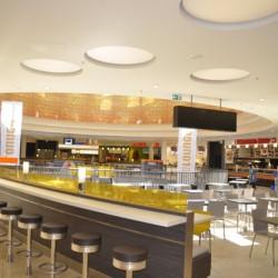 """Die """"Food Lounge"""" kann zusätzlich zu den 33.000 Quadratmetern Verkaufsfläche noch 550 Gäste bewirtschaften. Foto: Michael Jochimsen"""