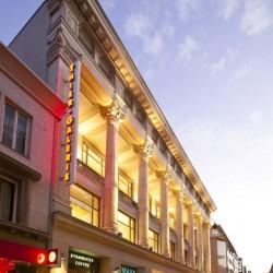 Für den Eingang am Westenhellweg wurde die historische Fassade des Berlet-Hauses restauriert. Die Architekten wollen in der Thier-Galerie durch klassische Elemente mit einigen Goldakzenten überzeugen. Foto: ECE