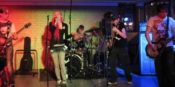 Die Band Acira aus Dortmund bildeten den Höhepunkt des Abends. Foto: Birte Möller