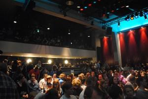 Der Science Slam wurde im November 2010 gegründet. Zu dem Minijubiläum fast ein Jahr später wurde es richtig voll im domicil. Foto: Tanja Denker