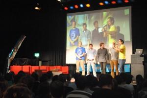 Die Teilnehmer des Science Slams: Klaus Schmeh, Benedikt Dercks, Martin Buchholz und Kai Kühne mit Moderator Tim Vogt. Foto: Tanja Denker