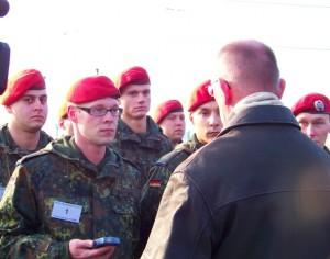 Bundeswehrsoldaten der Glückauf-Kaserne arbeiten mit dem Forschungsteam zusammen.         Foto: Ramesh Kiani