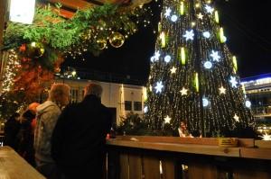 Immer einen Blick wert: Der 45 Meter hohe Baum auf dem Hansaplatz.