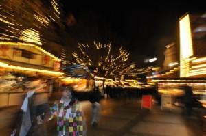 Viel zu schauen, aber nicht überfüllt: Die Stände auf dem Dortmunder Weihnachtsmarkt sind an verschiedenen Plätzen.