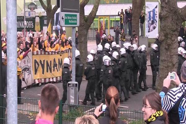 Aufmarsch der Fans von Dynamo-Dresden.