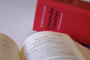 Das deutsche Jugendstrafrecht lässt dem Richter viel Einflussmöglichkeiten, so z.B. auch die Leseauflage. Foto: Freelancer0111  / www.pixelio.de