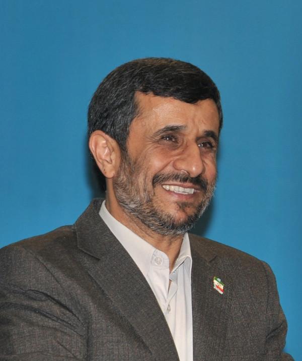 """Der iranische Präsident Mahmud Ahmadinedschad will vorerst keine IAEA-Inspektoren in sein Land lassen, kündigte jedoch eine """"engere Zusammenarbeit"""" mit der IAEA an. Foto: wikimedia.org/José Cruz"""