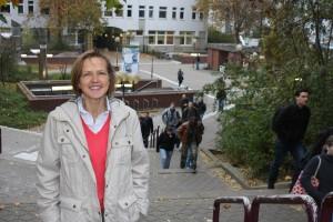 """Als junge Studentin war die Uni vor allem Pflichtprogramm für Ursula Vogel. """"Jetzt belege ich nur noch Kurse, die mir richtig Spaß machen"""", sagte die 54-Jährige. Foto: Alexander Greven"""