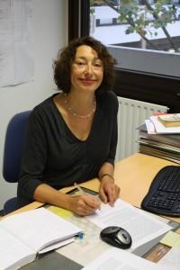 """Dr. Eva Gösken, Geschäftsführerin des Weiterbildenden Studiums, sorgt dafür, dass alle Teilnehmer """"geistig fit"""" bleiben. Foto: Alexander Greven"""