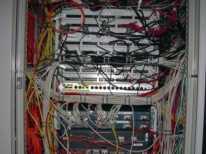 Die Server für das Netz in den Studentenwohnheimen stehen auf dem Uni-Gelände. Zuständiger Provider ist allerdings die Firma Euromicron, seit mehr als zehn Jahren vom Studentenwerk beauftragt. Foto: C. Nöhren / pixelio.de