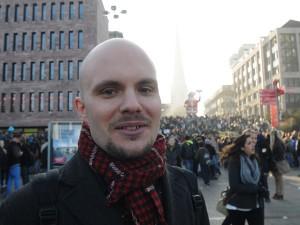 Finn Siebert, einer der Organisatoren, moderierte auch die kleine Kundgebung am Schluss. Foto: Verena Hilbert