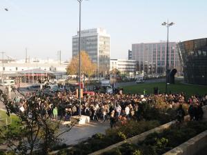 An der Katharinentreppe vor dem Hauptbahnhof beginnt die Demo. Foto: Verena Hilbert