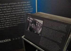 Im Rahmen der Ausstellung werden die Geschichten der einzelnen Flüchtlinge erzählt. Foto: Birte Möller