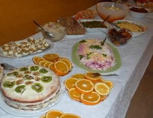 Für das Chanukka-Fest haben die Gemeindemitglieder ein Buffet vorbereitet.