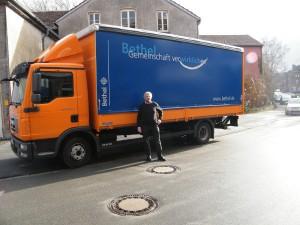 Zwölf der eigenen Bethel LKW sammeln Altkleider in ganz Deutschland.