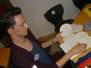 Seminarteilnehmer Daniel Brudniewicz arbeitet an der Erstellung des Marketingkonzepts. Foto: Sandra Bolesch