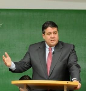 Sigmar Gabriel (SPD) sprach über die Herausforderungen der Demokratie im 21. Jahrhundert. Foto: Christoper Ophoven