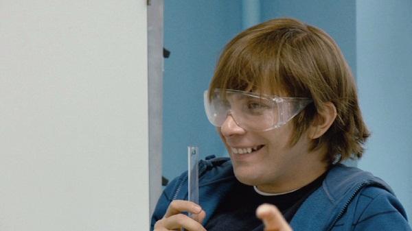 Christian Ulmen spielt den 18-Jährigen Jonas, der zurück an die Schule geht um seinen Abschluss nachzuholen. Foto: Delphi Filmverleih