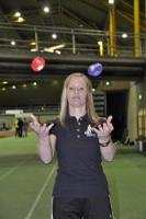 Die Bälle parallel jonglieren