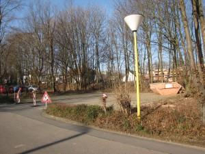 Hinter einer Baumreihe an der Stockumer Straße soll das neue Studentenwohnheim gebaut werden. Foto: Yvonne Grote-Kus