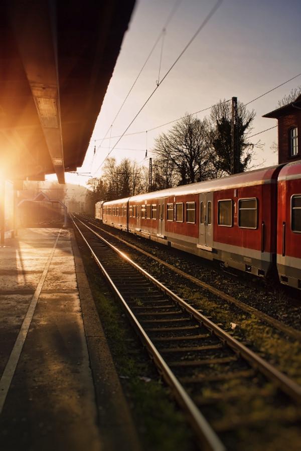 Die Deutsche Bahn und private Betreiber strekten heute nicht, nur die kommunalen Bahnen und Busse standen still. Foto: pixelio.de / Andreas Dengs