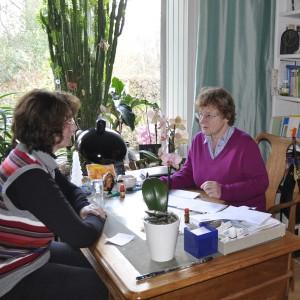 Pro Tag behandelt Heilpraktikerin Rega Kamstieß 8 bis 10 Patienten. Ihre Sitzung kostet zwischen 80 und 100 Euro.