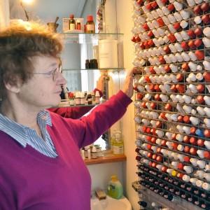 Die Auswahl ist groß: Zwischen 400 und 500 homöopathische Mittel gibt es laut Heilpraktikerin Rega Kamstieß. Ohne Nachschlagewerk kann sie nicht arbeiten.