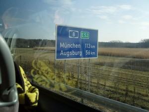 Wo ist eigentlich Augsburg? Achja, in Bayern. Immer noch weit weg.  Foto: Lara Enste