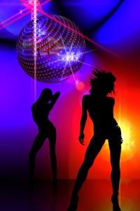 Heute mal keine Party: An Karfreitag bleiben die Clubs zu. (Foto: Gerald Altmann / Shapes: All silhouettes.com / pixelio.de)