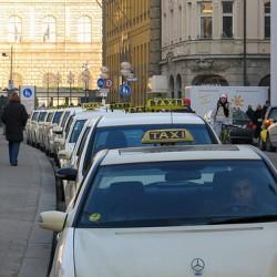 Bei Verspätungen übernimmt die Bahn Taxi-Kosten bis zu zwanzig Euro. Foto: flickr.com/alexandergorlin.