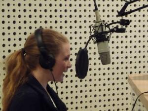Ann-Kathrin Buderus nutzt den Girl's Day, um erste Radioerfahrungen zu bekommen. Foto: Jonas Strohschein