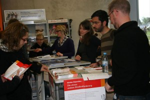 Stipendiaten informieren interessierte Studenten auf dem Infoabend über ihre Stiftungen. Fotos: Anne Schwedt